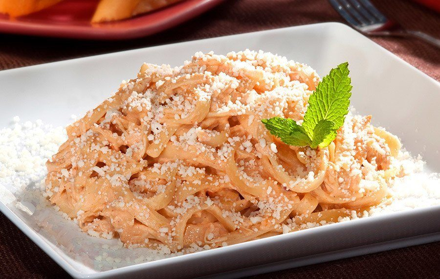 Pasta with Chicken and Achiote