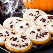 orange-skull-cookies-900x570
